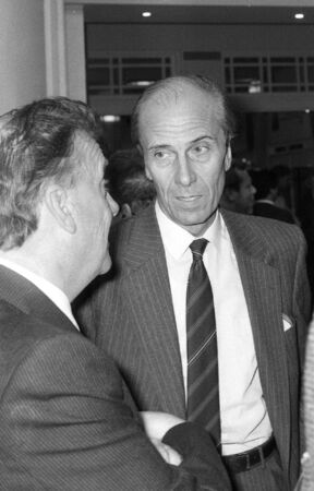 erhaltend: Blackpool, England - October 10, 1989 - Norman Tebbit, Conservative party politician, visits the party conference.