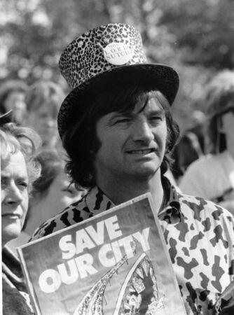 parlamentario: Londres - el 4 de junio de 1989 - Screaming Lord Sutch, cantante de pop brit�nica y candidato parlamentario, asiste a un evento de celebridad.