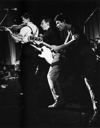 bobby: London, England - November 9, 1978 - British pop group The Fabulous Poodles, perform live on stage (L-R Bobby Valentino, Tony de Meur, Ritchie Robinson). Editorial