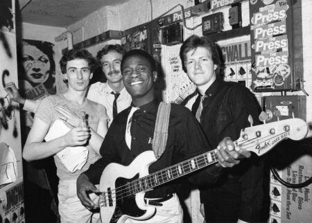 Londra, Inghilterra - 1 dicembre 1978 - The Sinceros, gruppo pop britannico, si pongono nel backstage prima di un concerto. L-R Bobby Irwin, Mark Kjeldsen, Don neve, Ron Francois (anteriore). Editoriali