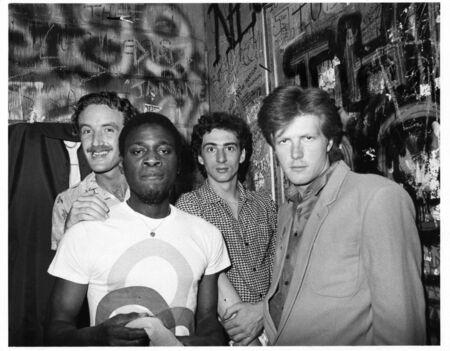 Londra, Inghilterra - 4 giugno 1979 - The Sinceros, gruppo pop britannico, pongono backstage prima di un concerto. L-R Mark Kjeldesen, Ron Francois, Bobbi Irwin, Don neve, Editoriali