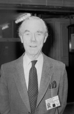 erhaltend: Blackpool, England - 10 Oktober 1989 - Sir William Clark, konservative Partei Mitglied des Parlaments f�r Croydon South, Besuche den Parteitag.
