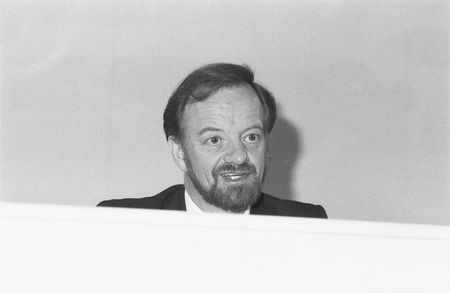 foreign secretary: London, England - December 6, 1990 - Robin Cook, former Foreign Secretary of Britain & Labour party Member of Parliament for Livingston, speaks at a press conference. He died in August 2005. Editorial
