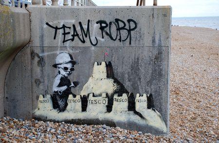 St Leonards-Sea, Inghilterra - 28 agosto 2010 - A nuova murale di culto street British artist