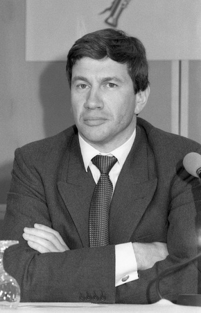 enfield: Londra, Inghilterra - 10 aprile 1991 - Michael Portillo, ministro di stato per il governo locale, partecipa a una conferenza stampa.