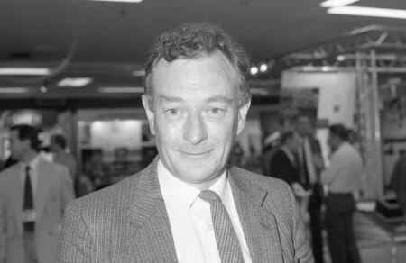 Brighton, Inghilterra - 1 ottobre 1991 - Gerry Bermingham, festa lavoro parlamentare per St.Helens Sud, partecipa alla conferenza del partito. Editoriali