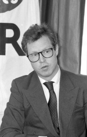 hugo: London, England - March 29, 1990 - Hugo Charlton, Barrister and Green Party legal advisor, speaks at a press conference.