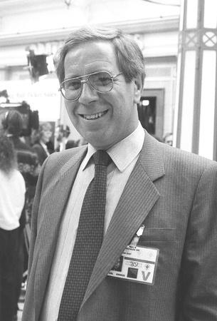 erhaltend: Blackpool, England - 10. Oktober 1989 - Michael Knowles, Konservative Partei Mitglied des Parlaments f�r Nottingham East, besucht den Parteitag.