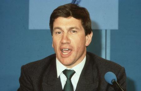 enfield: Londra, Inghilterra - 10 aprile 1991 - Michael Portillo, ministro per il governo locale e conservatore partito parlamentare per Enfield, Southgate, parla in una conferenza stampa. Ora � una radio e presentatore televisivo.