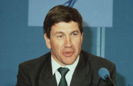 enfield: Londra, Inghilterra - 10 aprile 1991 - Michael Portillo, Ministro delle amministrazioni locali e membro del partito conservatore del Parlamento per Enfield, Southgate, parla a una conferenza stampa. Ora � una radio e presentatore televisivo.