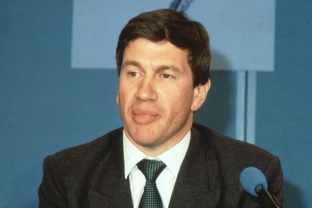 enfield: Londra, Inghilterra - 10 aprile 1991 - Michael Portillo, ministro per il governo locale e conservatore partito parlamentare per Enfield, Southgate, partecipa a una conferenza stampa. Ora � una radio e presentatore televisivo. Editoriali
