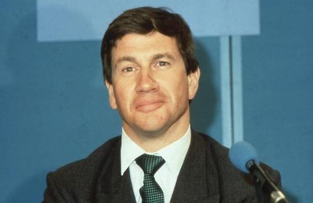 enfield: Londra, Inghilterra - 10 aprile 1991 - Michael Portillo, Ministro delle amministrazioni locali e membro del partito conservatore del Parlamento per Enfield, Southgate, partecipa a una conferenza stampa. Ora � una radio e presentatore televisivo.