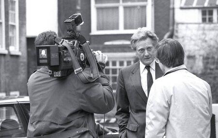 erhaltend: London, England - 26. Februar 1992 - Rt.Hon. Michael Heseltine, Staatssekret�r f�r Umwelt und konservative Abgeordnete f�r Henley, nimmt an einer Fernseh-interview.