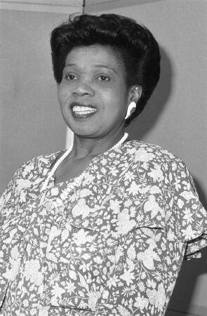 erhaltend: London, England - 12. Dezember 1990 - Lurline Champagnie, Konservative Partei Parlamentarische Kandidat f�r Islington North, besucht eine Fototermin. Sie war die Konservativen erste schwarze Frau Parlamentarische Candidate.