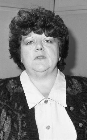 parlamentario: Londres, Inglaterra - 12 de diciembre de 1990 - Christine Smith, candidato del Partido Conservador del Parlamento para Leyton, asiste a una sesi�n de fotos en la Oficina Central conservador. Editorial