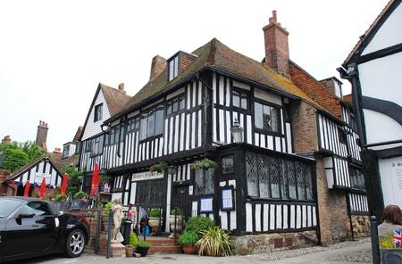 Rye, Inghilterra - 2 giugno 2012 - La storica Mermaid Inn a Rye, East Sussex. Risalente al 12 � secolo l'Inn � stato ricostruito nel 1420. Editoriali