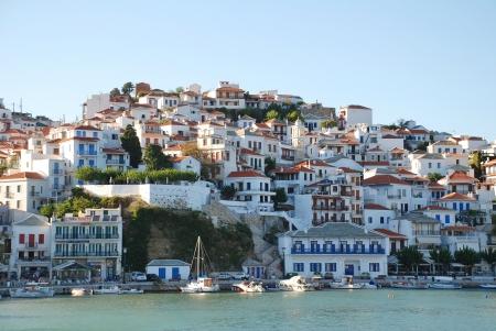 chora: Skopelos, Grecia - 21 de septiembre 2012 - Barcos en el puerto de Chora en la isla griega de Skopelos. Esta isla fue el lugar principal de la pel�cula Mamma Mia 2008.