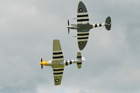 vickers: Dunsfold, England - August 23, 2014 - Spitfire Mk 1XB, MH434 (top) and Mustang P-51D, Ferocious Frankie perform at the Dunsfold airshow. Both aircraft served in the Second World War. Editorial