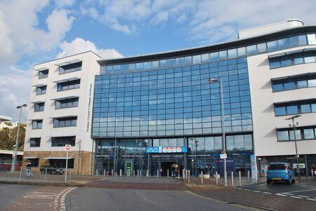 sixth form: Hastings, Inglaterra - 10 de noviembre 2014 - El exterior del Coast College Sussex en la estaci�n de Plaza. El 22,000sq metros Sixth Form y de educaci�n superior universitaria se complet� en 2009. Editorial