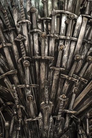 Metal espadas Caballero de fondo. De cerca. Los caballeros concepto. Foto de archivo - 70645675