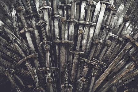 金属の騎士剣の背景。クローズ アップ。概念の騎士。