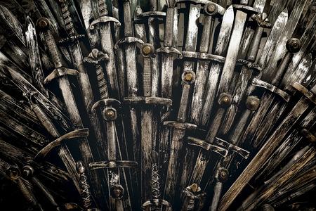 Métal épées chevalier fond. Fermer. Le concept Knights. Banque d'images - 70645651