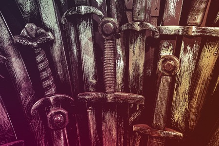 Metal knight swords background. Close up. The concept Knights. Banque d'images - 122268912