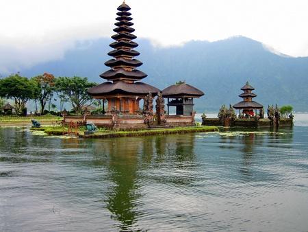 bratan: Tempel Bedugul Bratan auf Bali