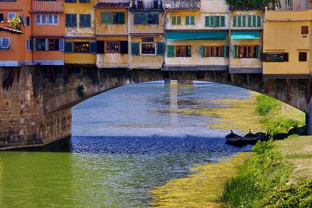 ponte vecchio: Ponte Vecchio, the famous bridge in Florence