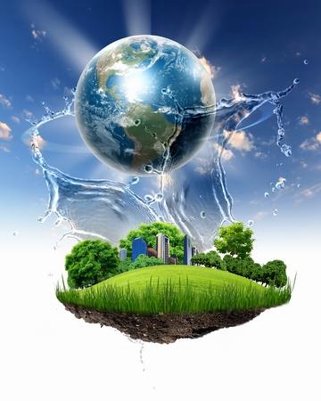 collage van groene natuur landschap met de planeet Aarde boven Stockfoto
