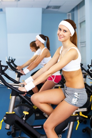 Young woman in sport wear doing sport in gym Stock Photo - 12403912
