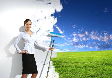 ambiente laboral: Empresaria con una brocha la creaci�n de fondo natural