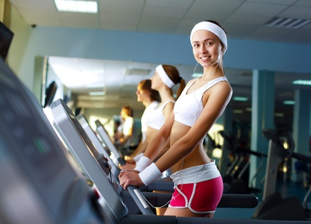 Young woman in sport wear doing sport in gym Stock Photo - 12739284