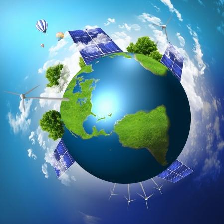 Collage met zonne-batterijen als alternatieve energiebron Stockfoto