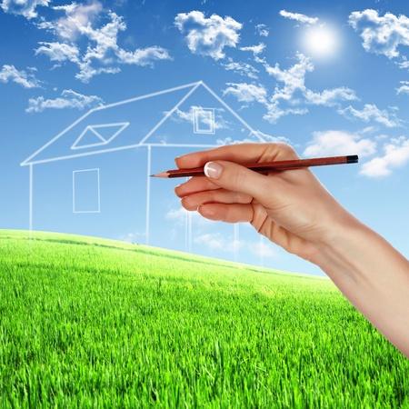 Dream Home: Bild von einem Haus aus wei�en Wolken vor blauem Himmel