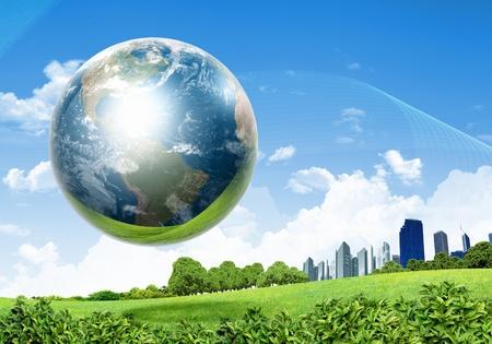 calentamiento global: collage de paisaje verde de la naturaleza con el planeta Tierra por encima de ella Foto de archivo