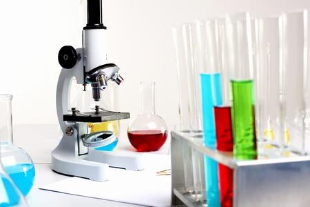 biotecnologia: Imagen de los equipos de laboratorio de qu�mica y tubos de vidrio Foto de archivo