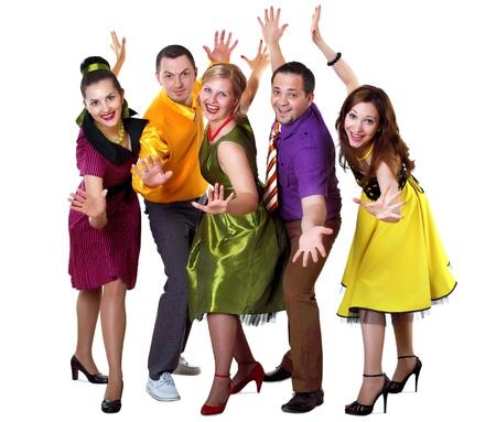 grupos de gente: grupo de personas j�venes bailando en ropa de color brillante Foto de archivo