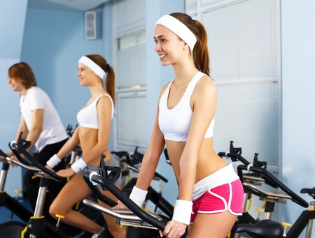 health clubs: Young woman in sport wear doing sport in gym