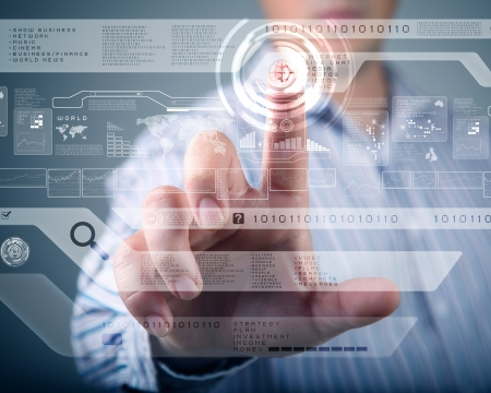 teknoloji: İşadamı ayakta ve dokunmatik ekran teknolojisi wth çalışma