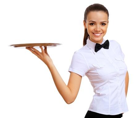 bandejas: Una camarera joven en una blusa blanca con una bandeja en la mano