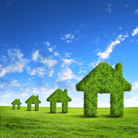 реальный: Зеленая трава дом символ на синем небе
