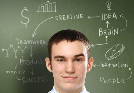 Jeune homme d'affaires avec des id�es comme symbole de la cr�ativit� des entreprises