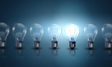 bombilla: L�mparas de bombilla sobre un fondo de color
