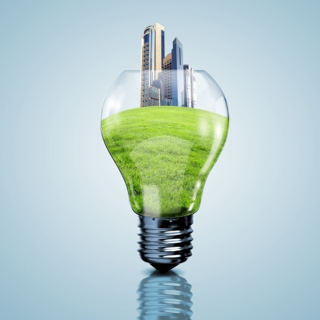 Elektrische gloeilamp en onze planeet in het als symbool van groene energie Stockfoto