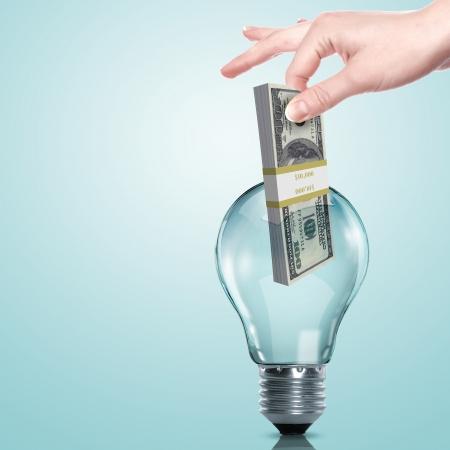 intellect: Mano e denaro all'interno di una lampadina