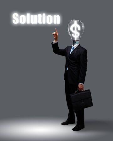pensamiento creativo: Bombilla y una persona de negocios, como símbolos de la creatividad en los negocios