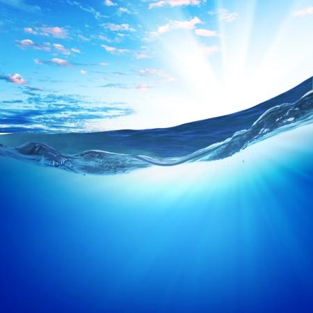 wasserlinie: Design-Vorlage mit Unterwasser-Teil und Sonnenuntergang Oberlicht durch Wasserlinie aufgeteilt