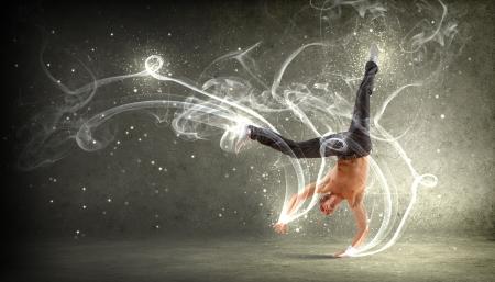 Moderne stijl mannelijke danser springen en poseren Illustratie