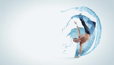 clubbers: Bailar?n moderno estilo masculino saltando y posando Ilustraci?n Foto de archivo